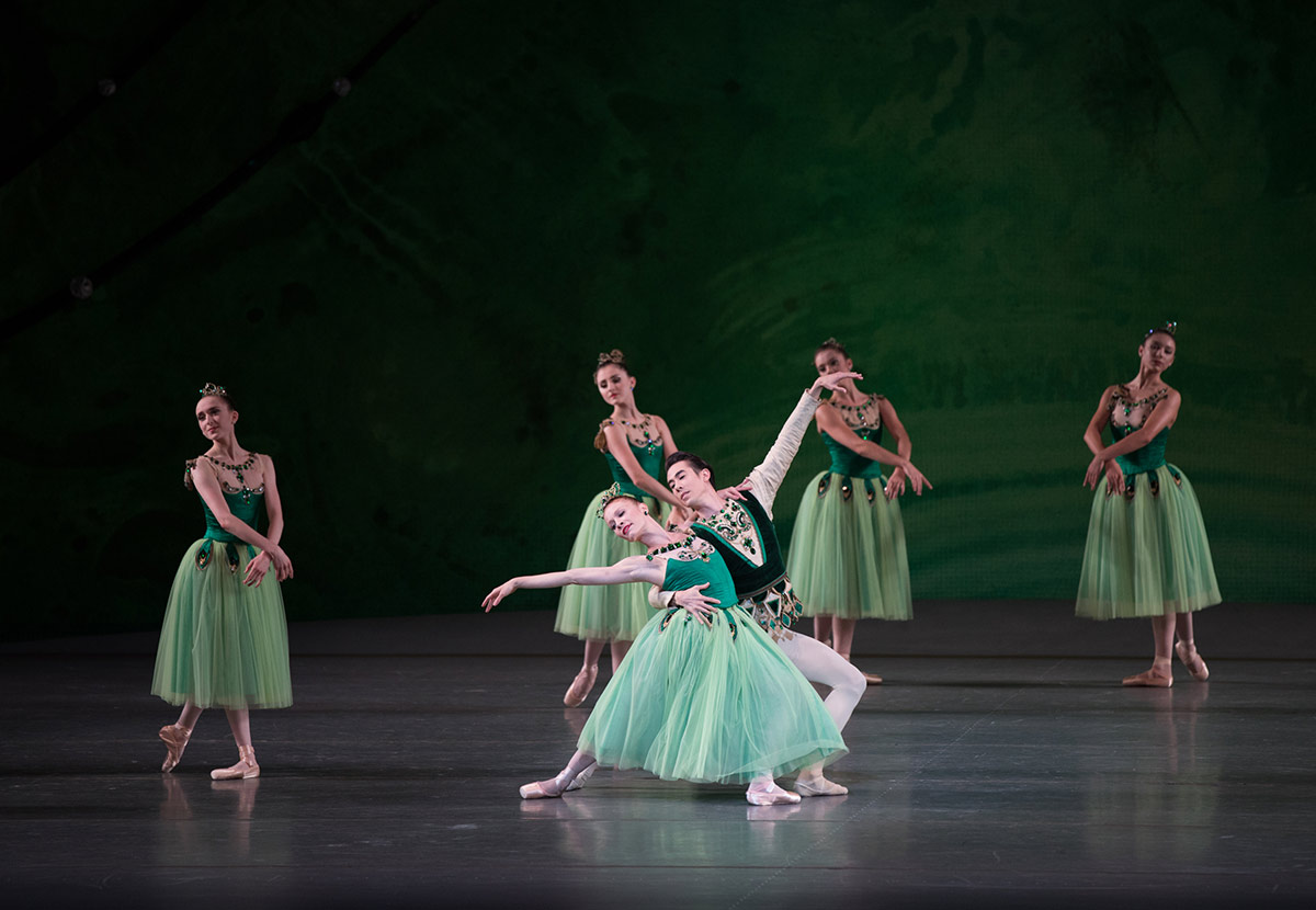 Lauren King and Daniel Applebuam in Emeralds from George Balanchine's Jewels.© Rosalie O'Connor. (Click image for larger version)