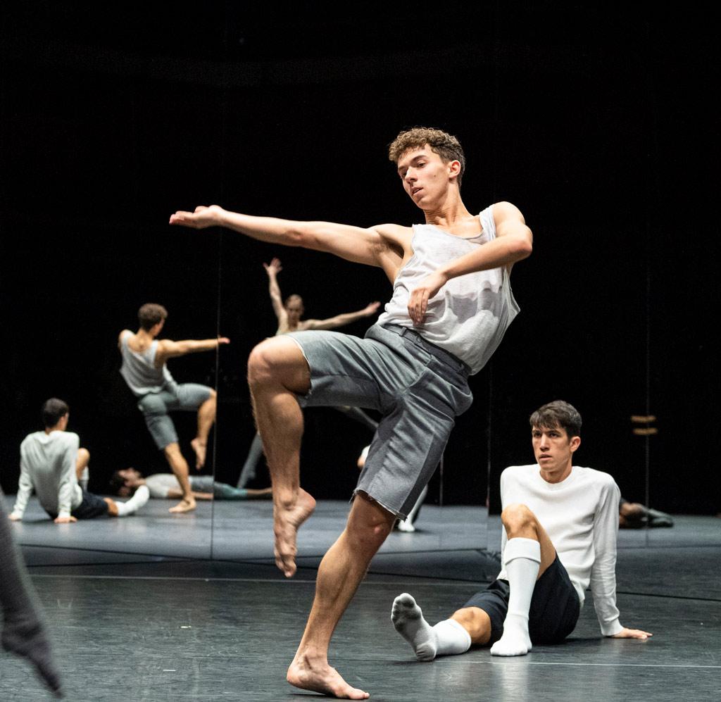 CCN Ballet de Lorraine in For Four Walls.© Foteini Christofilopoulou. (Click image for larger version)