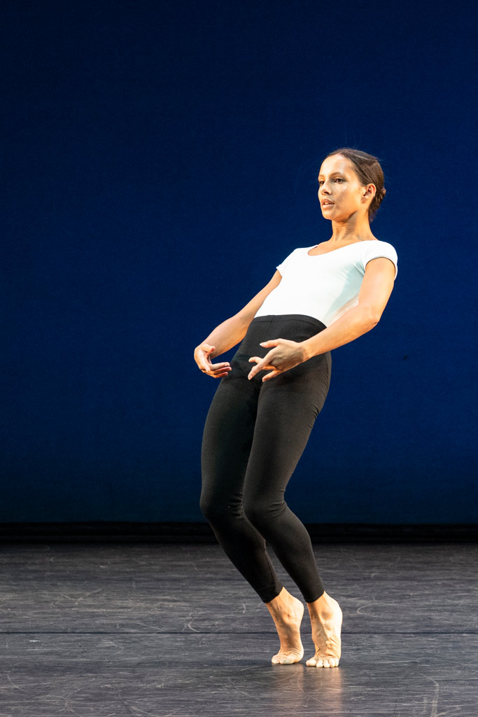 Cross Currants by Merce Cunningham: Francesca Hayward.© Foteini Christofilopoulou, courtesy the Royal Opera House. (Click image for larger version)