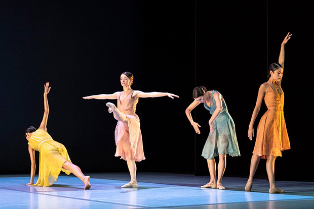 <i>Everyone Keeps Me</i> by Pam Tanowitz: Fumi Kaneko, Anna Rose O'Sullivan, Hannah Grennell and Beatriz Stix-Brunell.<br />© Foteini Christofilopoulou, courtesy the Royal Opera House. (Click image for larger version)