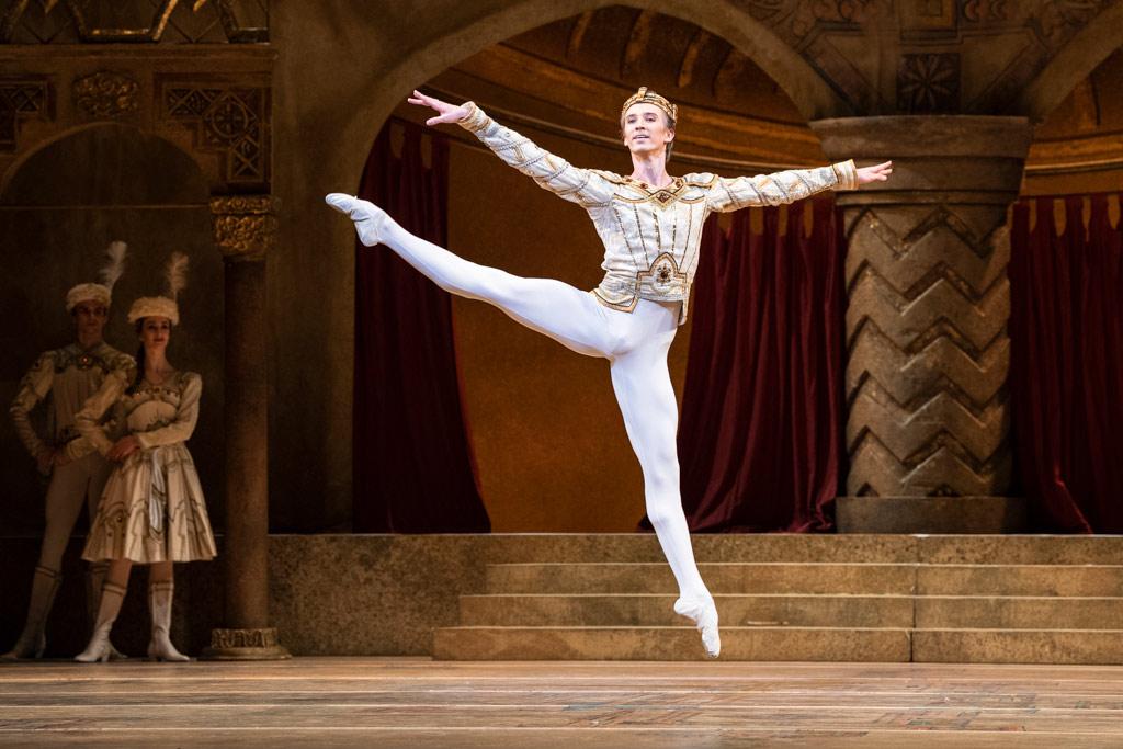Vadim Muntagirov in Raymonda Act III.© Foteini Christofilopoulou, courtesy the Royal Opera House. (Click image for larger version)