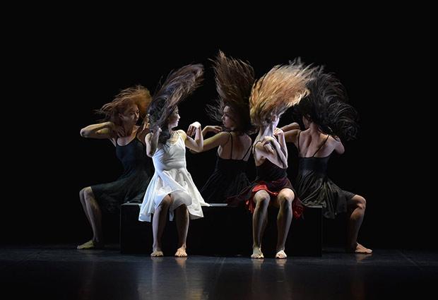 Ballet Preljocaj in La Fresque.<br />© Jean-Claude Carbonne. (Click image for larger version)