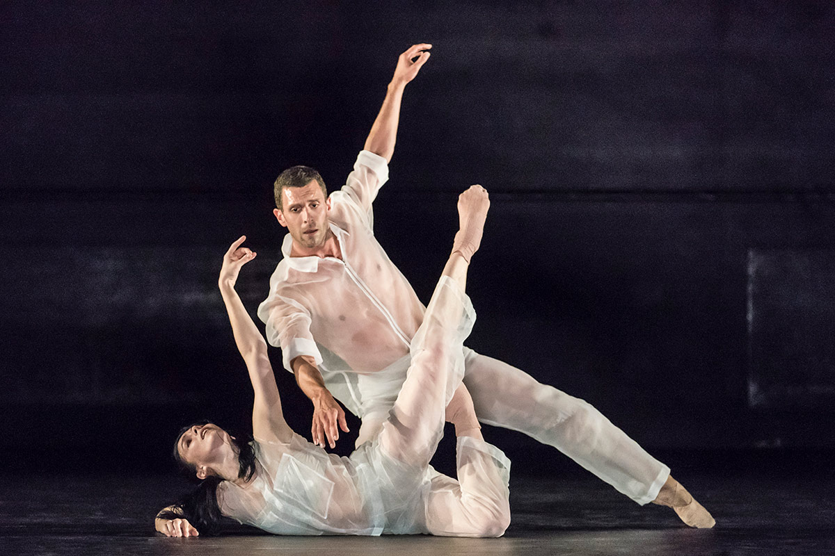 Natalia Osipova and Jonathan Goddard in <I>Flutter</I>.<br />© Johan Persson. (Click image for larger version)