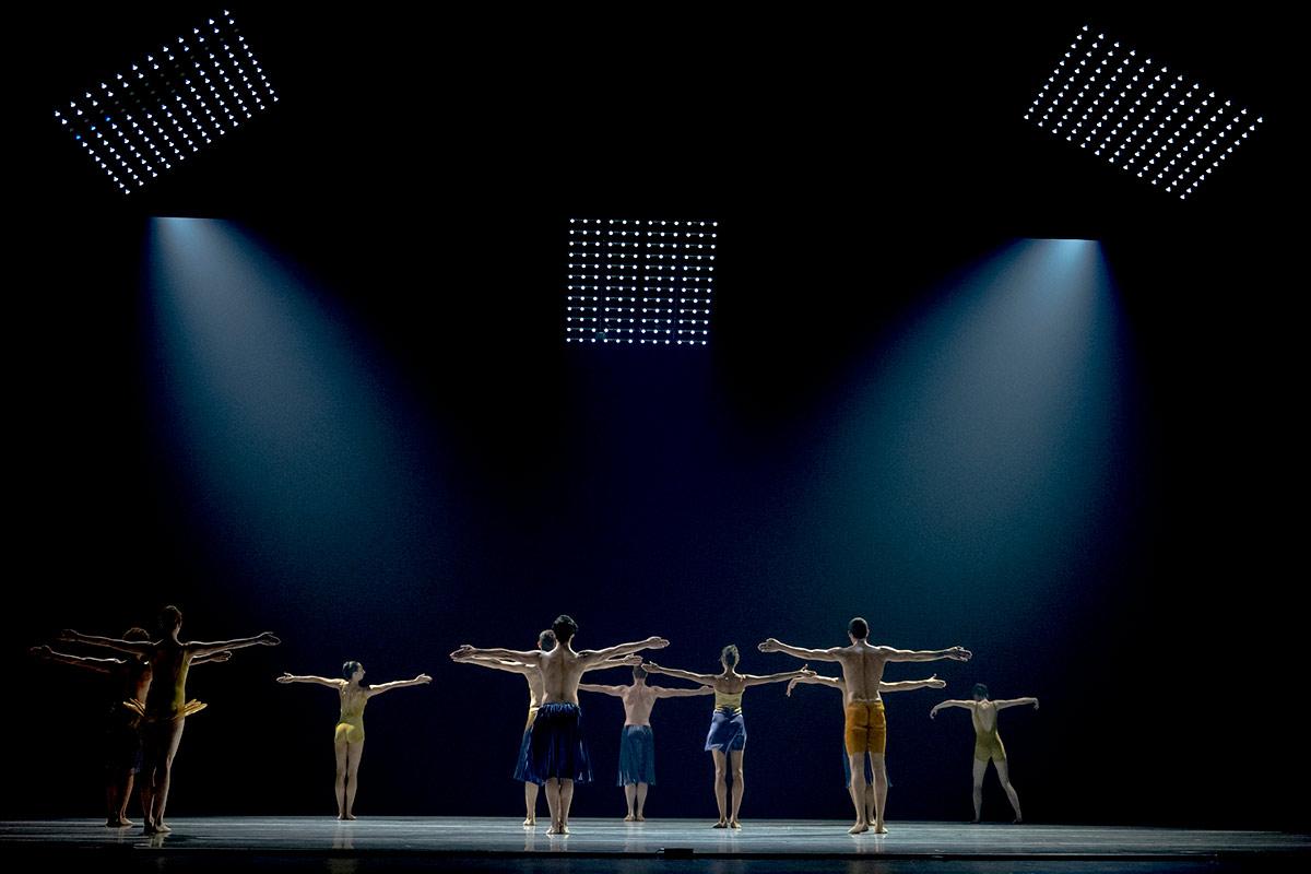 LINES Ballet in <I>Azoth</I>.<br />© Manny Crisostomo. (Click image for larger version)