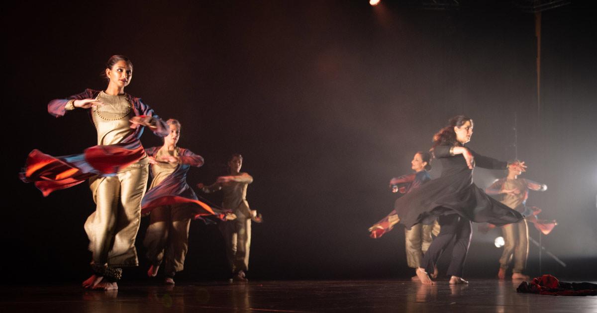Gauri Sharma Tripathi + Ashley Lobo's <I>Silhouette - The Borderline</I>.<br />© Simon Richardson. (Click image for larger version)