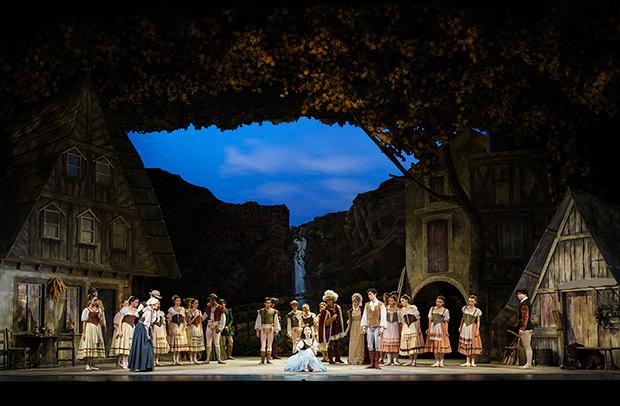 Birmingham Royal Ballet in <I>Giselle</I>.<br />© Bill Cooper. (Click image for larger version)