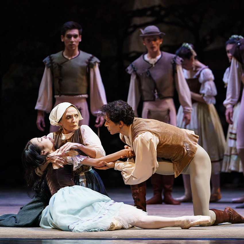 Momoko Hirata, Cesar Morales and Marion Tait in Giselle.© Bill Cooper. (Click image for larger version)