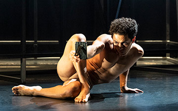 Dane Hurst in Staging Schiele.© Foteini Christofilopoulou. (Click image for larger version)