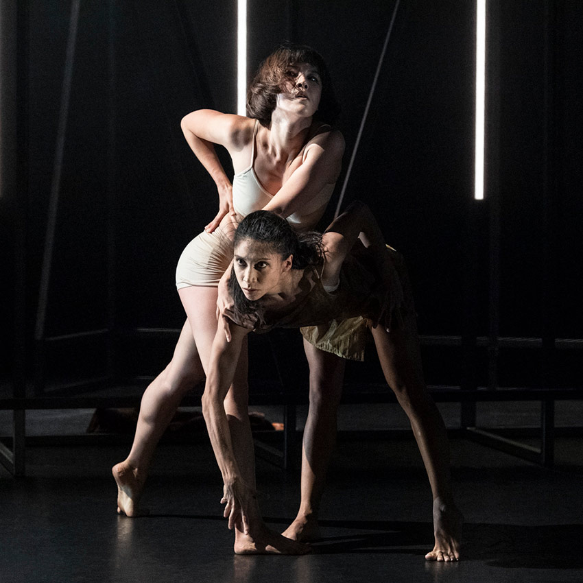 Sunbee Han and Estela Merlos in Staging Schiele.© Foteini Christofilopoulou. (Click image for larger version)