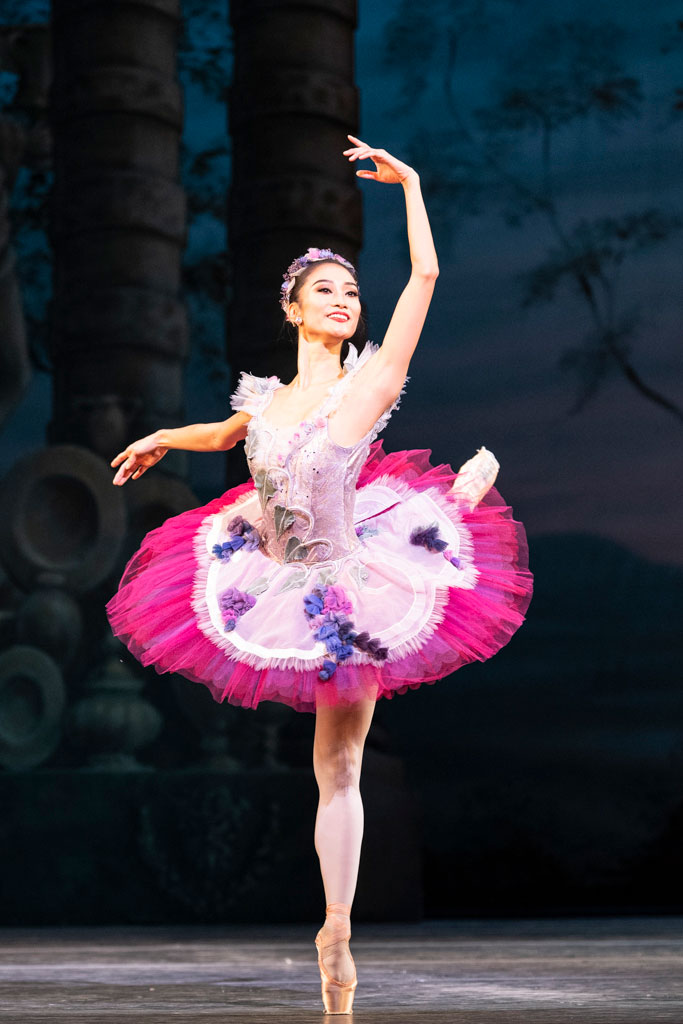 Fumi Kaneko in <I>The Sleeping Beauty</I>.<br />© Foteini Christofilopoulou, courtesy the Royal Opera House. (Click image for larger version)