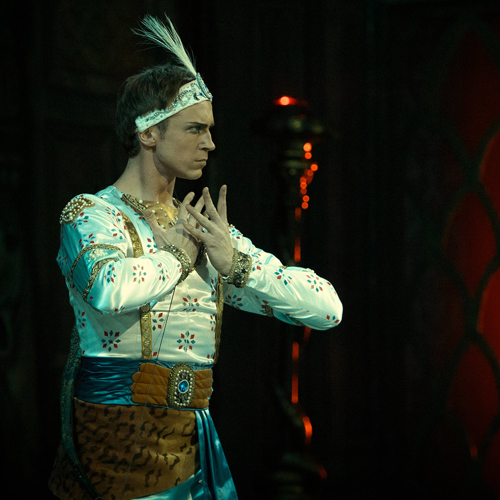 Andrei Yermakov in La Bayadere.© Mark Olich. (Click image for larger version)
