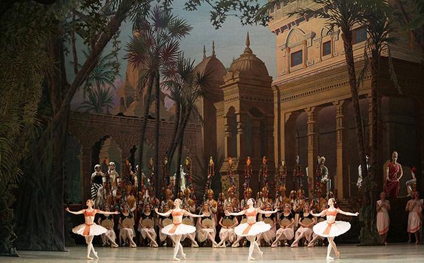 Mariinsky Ballet in <I>La Bayadere</I>.<br />© Natasha Razina. (Click image for larger version)
