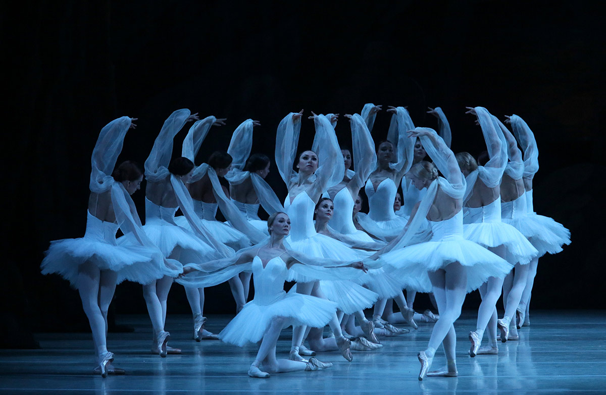 Mariinsky Ballet in La Bayadere.© Natasha Razina. (Click image for larger version)