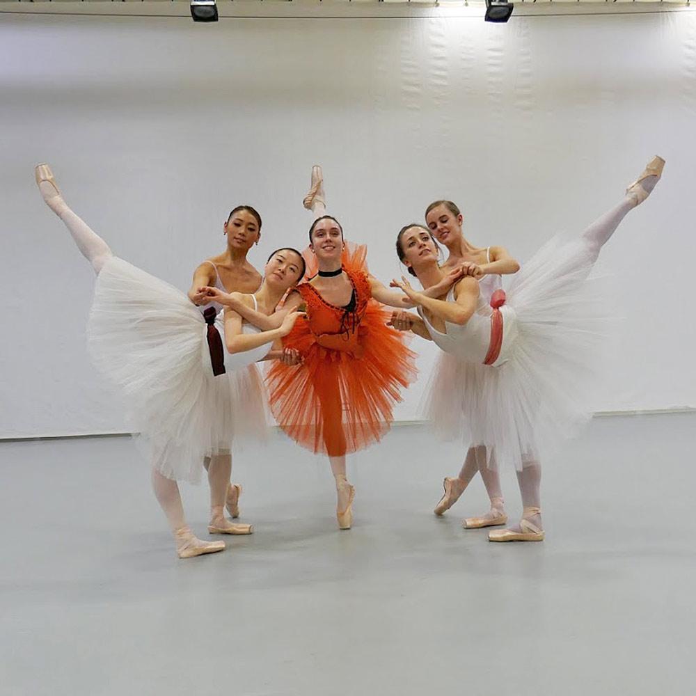 Foyer de danse - the adage, with Royal Ballet dancers.© Rachel Thomas. (Click image for larger version)