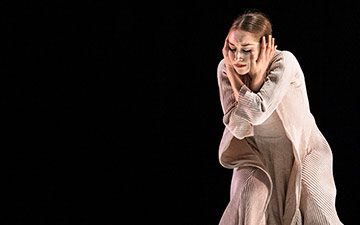 San Francisco Ballet in London: Jennifer Stahl in Snowblind by Cathy Marston. © Foteini Christofilopoulou. (Click image for larger version)