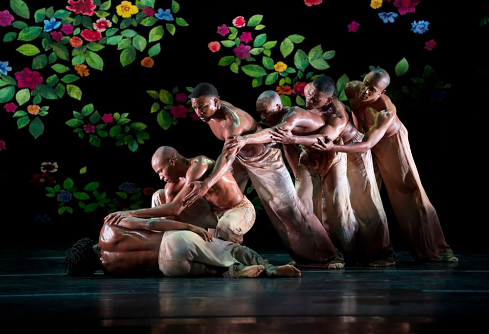 Alvin Ailey American Dance Theater in Jamar Roberts' Ode.© Paul Kolnik. (Click image for larger version)