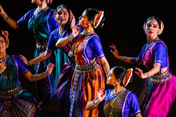 Madhavi Mudgal's Vistar.© Rehmat Rayatt. (Click image for larger version)