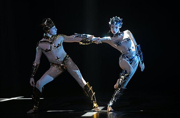 Edward Watson and Olga Smirnova in <I>McGregor + Mugler</I>.<br />© Sasha Gusov. (Click image for larger version)