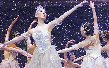 Yijing Zhang as the Snow Fairy and Artists of Birmingham Royal Ballet in the Waltz of the Snowflakes in The Nutcracker.© Andrew Ross. (Click image for larger version)
