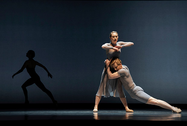 Jennifer Stahl and Tiit Helimets in Caniparoli's <I>Foreshadow</I>.<br />© Erik Tomasson. (Click image for larger version)