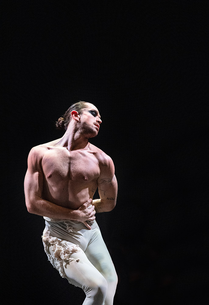 Guillaume Quéau in Aisha and Abhaya.© Foteini Christofilopoulou, ROH and Rambert. (Click image for larger version)