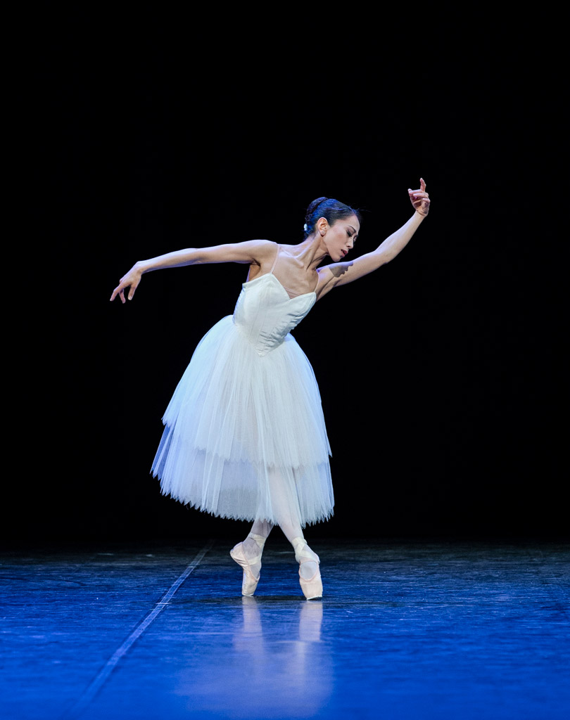 Erina Takahashi in <I>Etudes</I>.<br />© Foteini Christofilopoulou. (Click image for larger version)