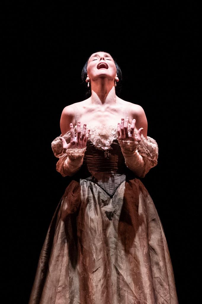 Natalia Osipova in <I>Onegin</I>.<br />© Foteini Christofilopoulou, courtesy the Royal Opera House. (Click image for larger version)