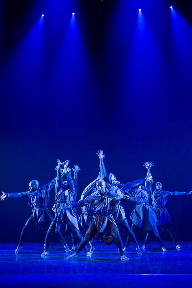 Vuyani Dance Theatre in Cion: Requiem of Ravel's Boléro.© Siphosihle Mkhwanazi. (Click image for larger version)