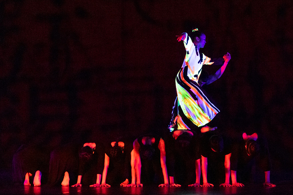 Cloud Gate Dance Theatre in 13 Tongues, by Cheng Tsung-lung.© Foteini Christofilopoulou. (Click image for larger version)