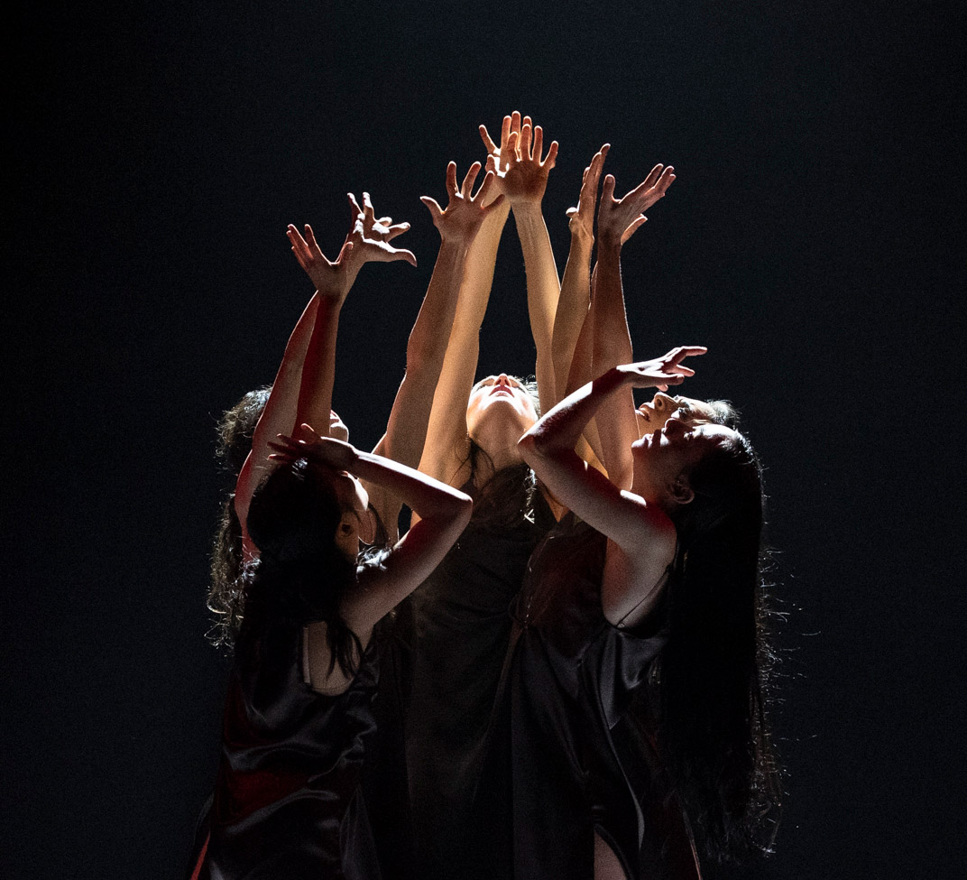 Viviana Durante Company in Dance of the Furies.© Foteini Christofilopoulou. (Click image for larger version)