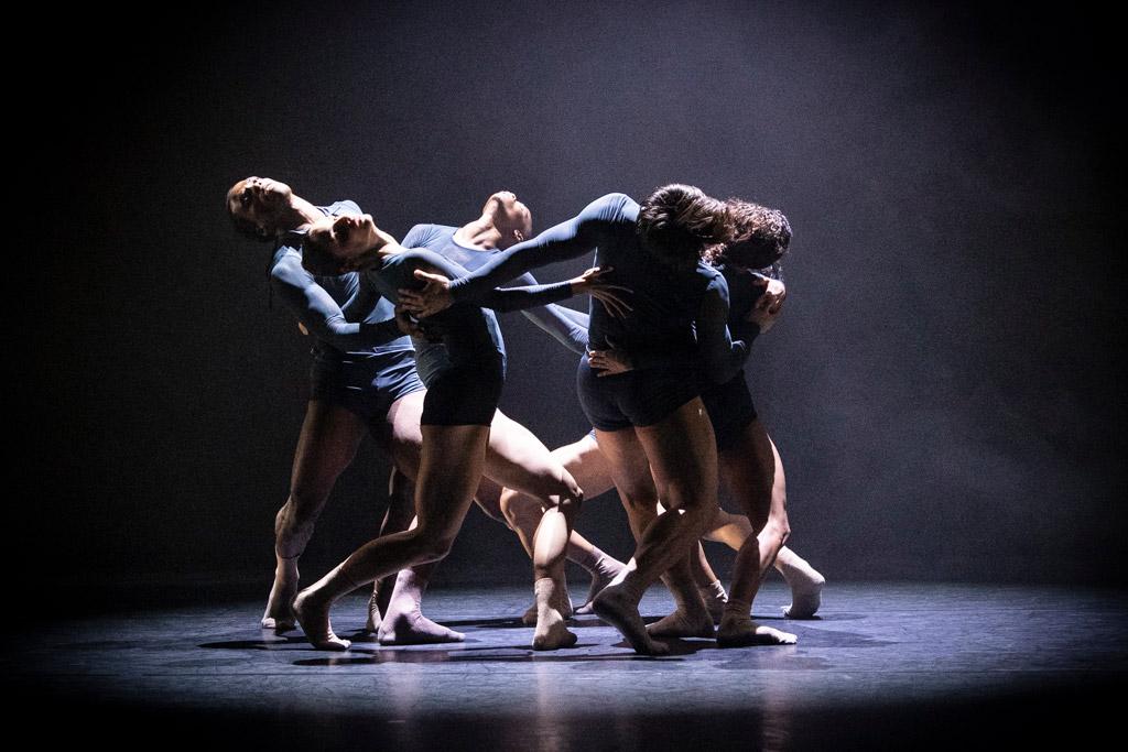 Acosta Danza in Juliano Nunes's Mundo Interpretado.© Foteini Christofilopoulou. (Click image for larger version)