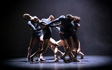 Acosta Danza in Juliano Nunes's Mundo Interpretado.© Foteini Christofilopoulou. (Click image for larger version)