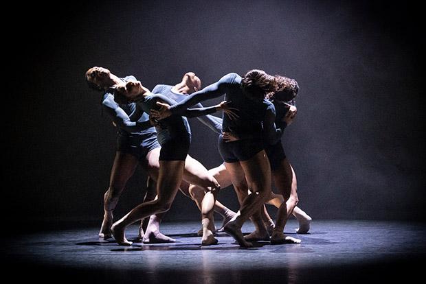 Acosta Danza in Juliano Nunes's <I>Mundo Interpretado</I>.<br />© Foteini Christofilopoulou. (Click image for larger version)