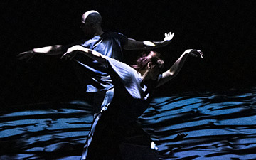 Russell Maliphant and Dana Fouras in The Space Between.© Foteini Christofilopoulou. (Click image for larger version)