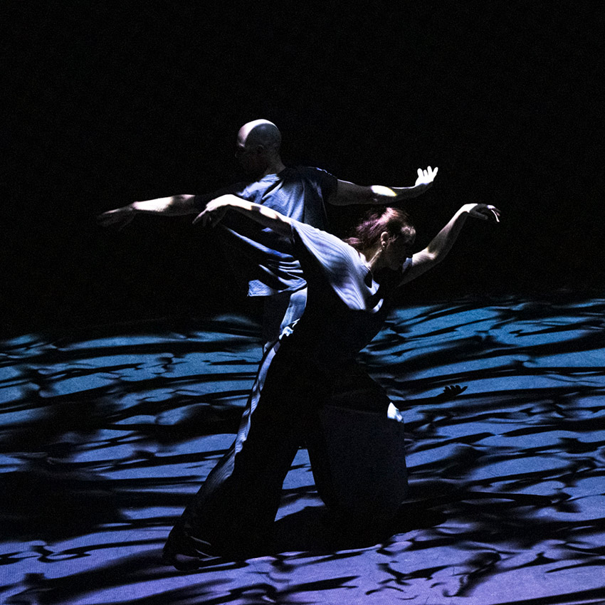Russell Maliphant and Dana Fouras in <I>The Space Between</I>.<br />© Foteini Christofilopoulou. (Click image for larger version)