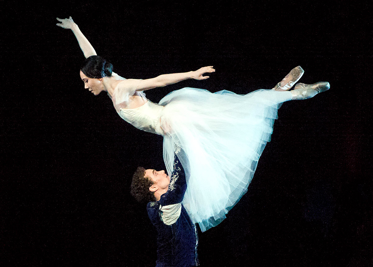 Hee Seo and Cory Stearns in Giselle.© Gene Schiavone. (Click image for larger version)