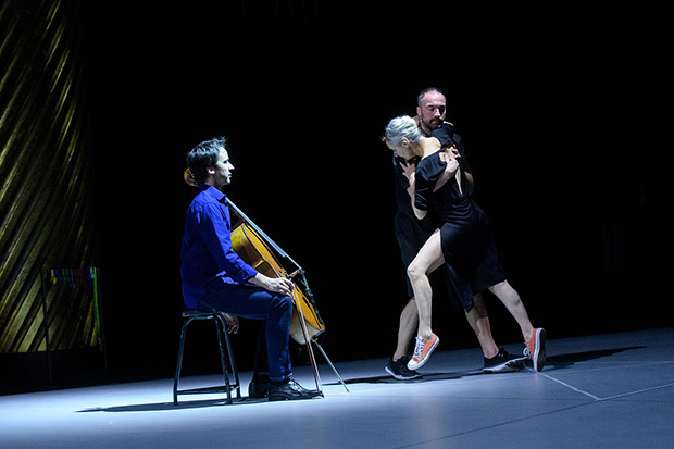 Jean-Guihen Queyras, Anne Teresa De Keersmaeker and Boštjan Antončič in <I>Mitten Wir Im Leben Sind</I> (<I>In the Midst of Life</I>).<br />© Ian Douglas. (Click image for larger version)