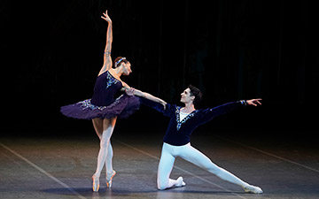 Ekaterina Kondaurova and Timur Askerov in Grand Pas Classique.© Kristyna Kashvili. (Click image for larger version)