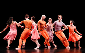 Paul Taylor Dance Company in Esplanade.© Paul B. Goode. (Click image for larger version)
