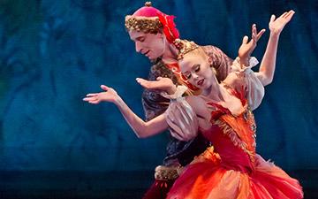 Teresa Reichlen and Ask la Cour in Balanchine's Firebird.© Paul Kolnik. (Click image for larger version)
