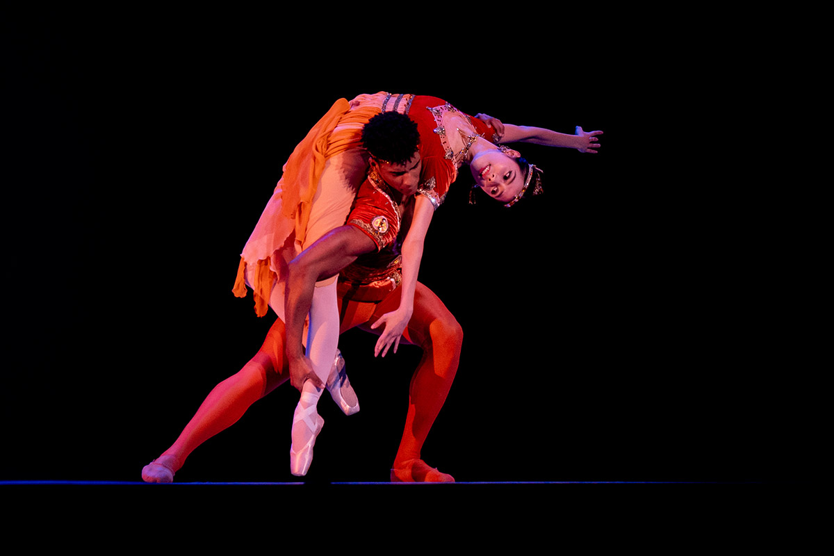 Gian Carlo Perez and Eun Won Lee in Méditation from Thaïs.© Victoria Pickering. (Click image for larger version)