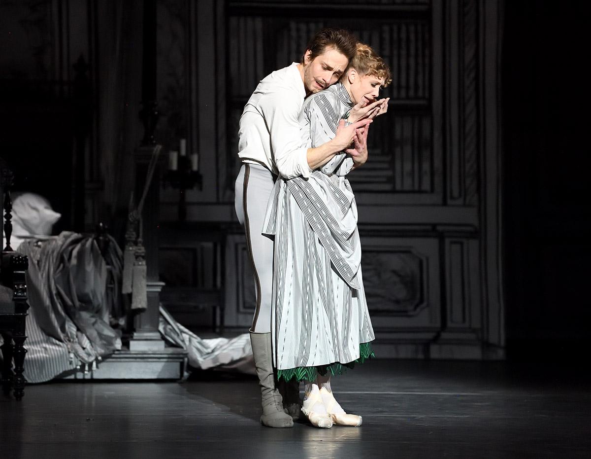 Friedemann Vogel and Alicia Amatriain in Mayerling.© Stuttgart Ballet. (Click image for larger version)