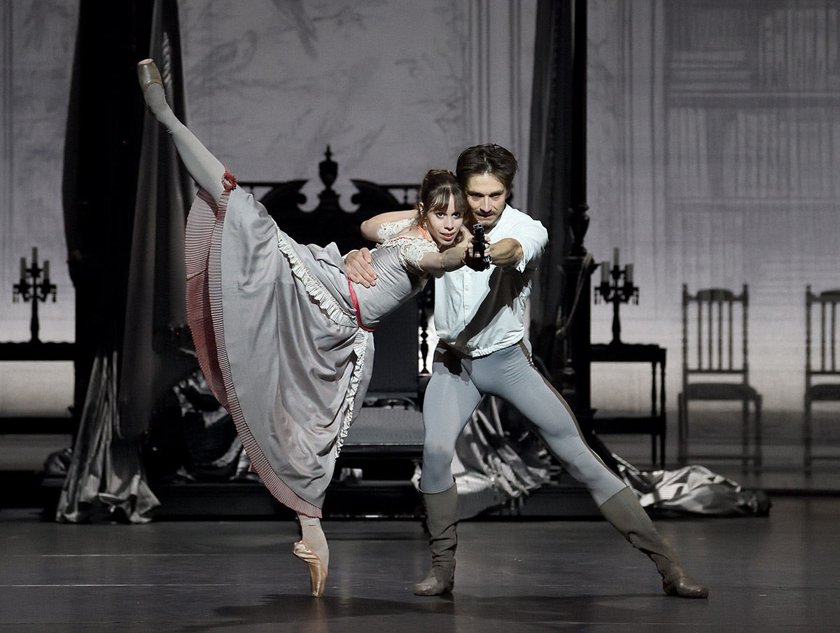 Friedemann Vogel and Elisa Badenes in Mayerling.© Stuttgart Ballet. (Click image for larger version)