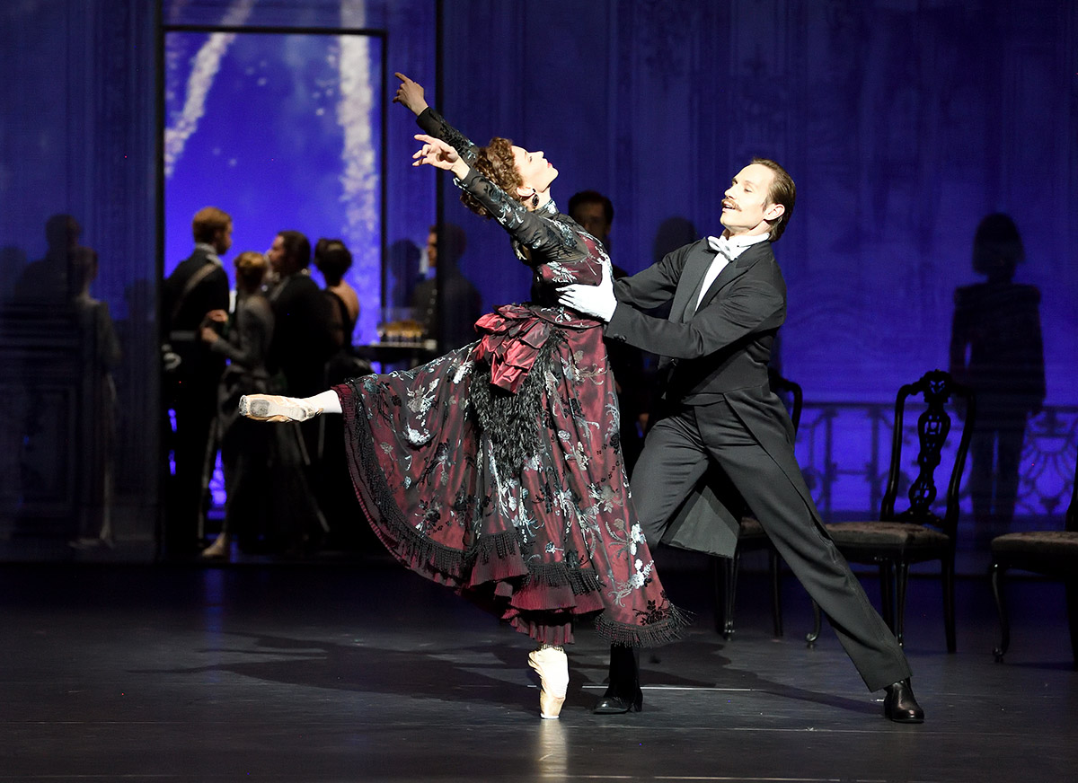 Miriam Kacerova and Roman Novitzky in Mayerling.© Stuttgart Ballet. (Click image for larger version)