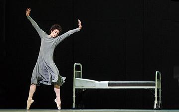 Natalia Osipova in Anastasia.© Foteini Christofilopoulou, courtesy the Royal Opera House. (Click image for larger version)