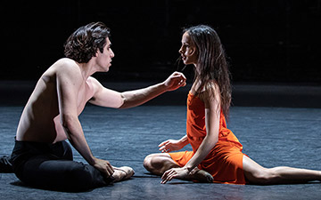 Francesca Hayward and Cesar Corrales in Morgen.© Lara Cappelli, courtesy the Royal Opera House. (Click image for larger version)