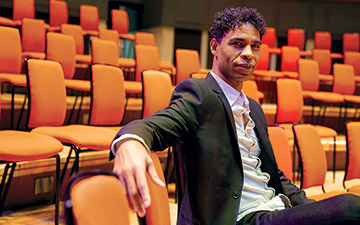 Carlos Acosta.© Man Yee Lee. (Click image for larger version)