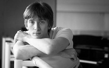 Vadim Muntagirov.© and courtesy the Royal Opera House. (Click image for larger version)