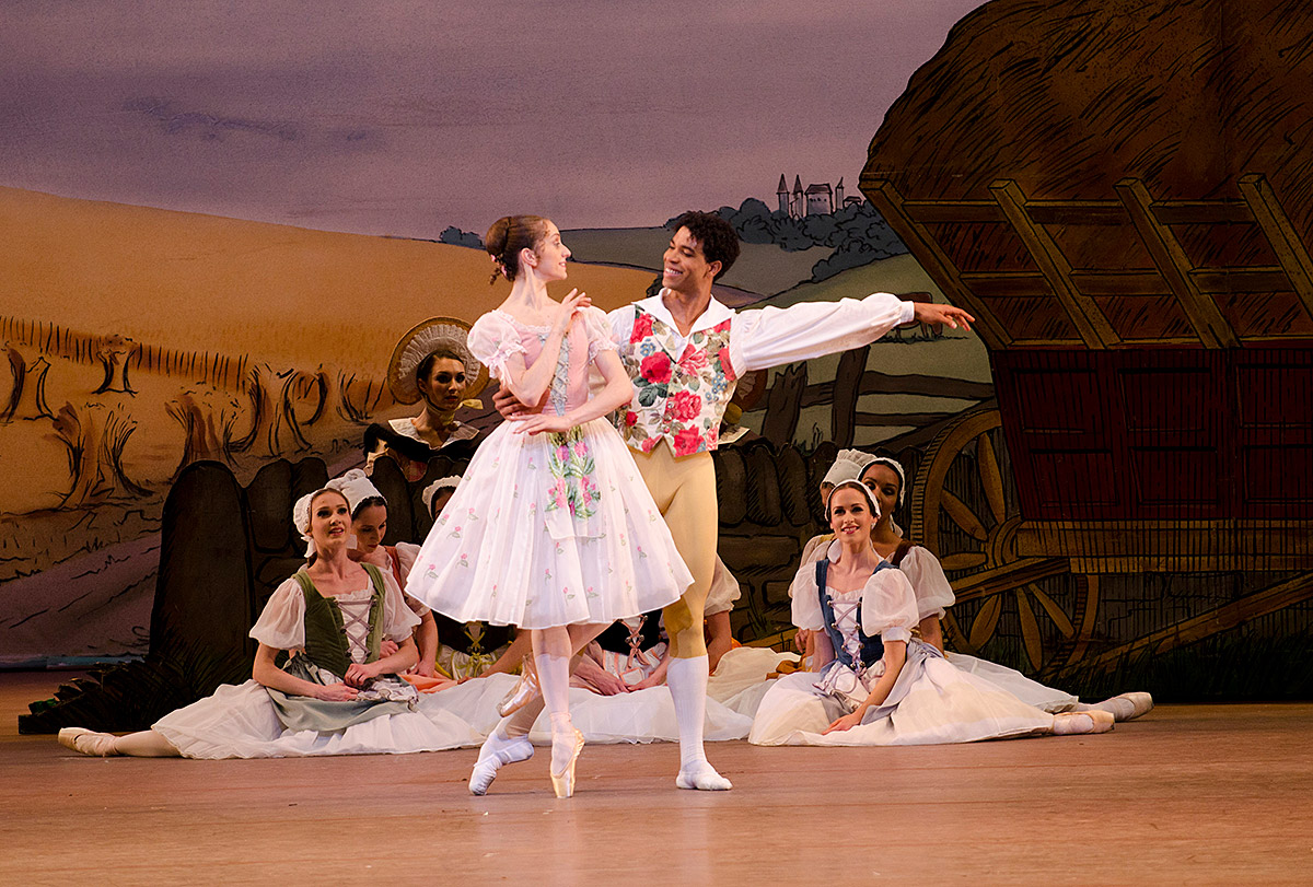 Marianela Nuñez and Carlos Acosta in <I>La Fille mal gardée</I>.<br />© Tristram Kenton, courtesy the Royal Opera House. (Click image for larger version)