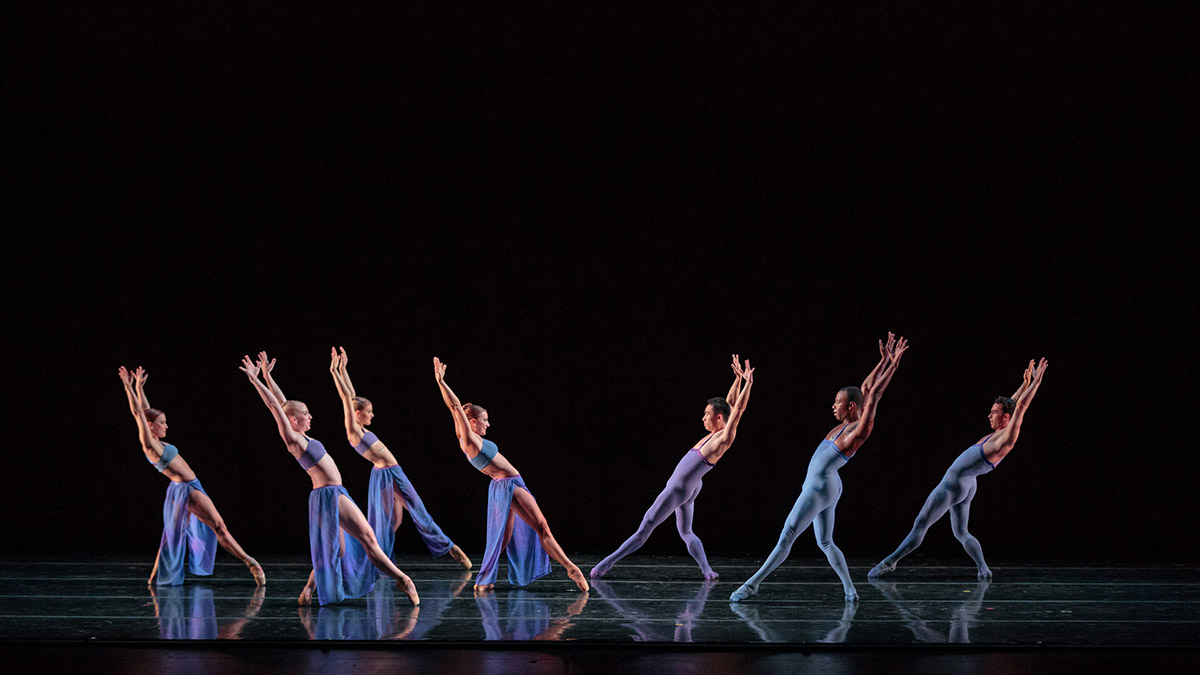 Smuin Contemporary Ballet in Indigo.© Chris Hardy. (Click image for larger version)